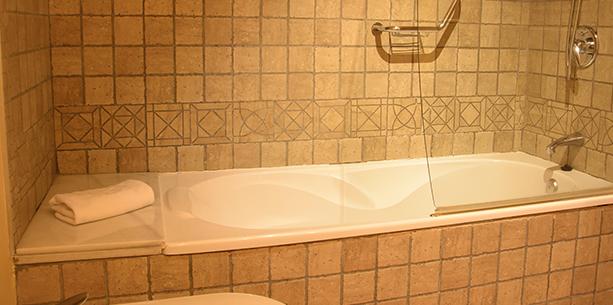 Bath room Hotel Hesperia Toledo