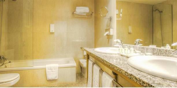 Bath Room Hotel Hesperia Peregrino Santiago