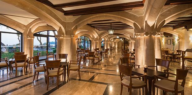 Bar del jardin del Hotel Hesperia Mallorca Villamil