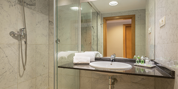 Bath room Hotel Hesperia Del Mar Barcelona