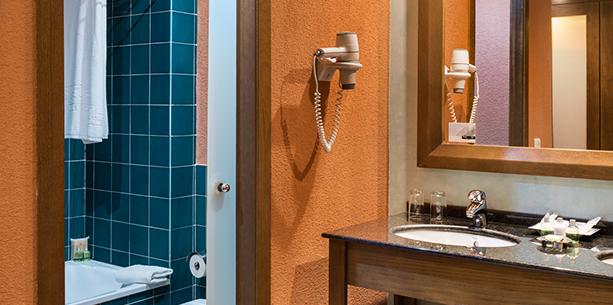 Baño de la habitación del Hotel Hesperia Lanzarote