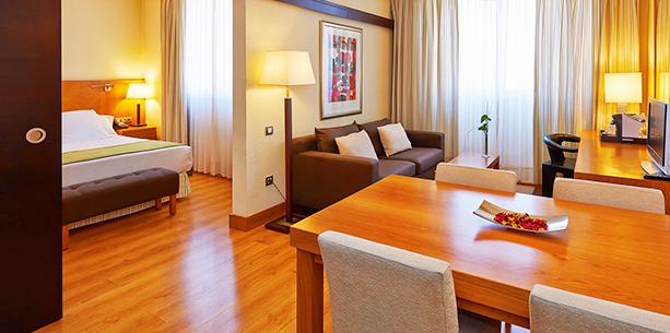 Habitación suite del Hotel Hesperia Barcelona Sant Just