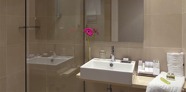 Guest Bathroom Hesperia Hotel Barcelona Ramblas