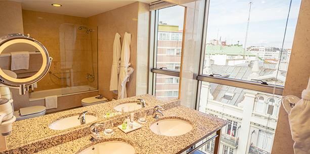 Baño de la Habitación del Hotel Hesperia A Coruña Centro