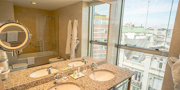 Bath room Hotel Hesperia A Coruña Center